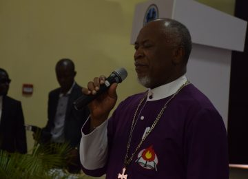 Bishop Obi Onubuogu leading the opening prayer to mark the beginning of the 4th Academic Lecture at the International Conference Centre, IMT, Campus 3, Independence Layout, Enugu.